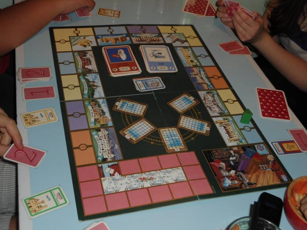 Лучшие настольные игры для взрослых